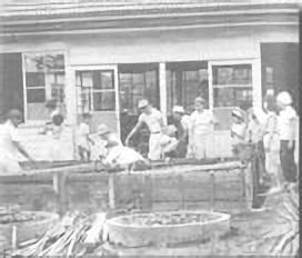 1969年 プール建築作業